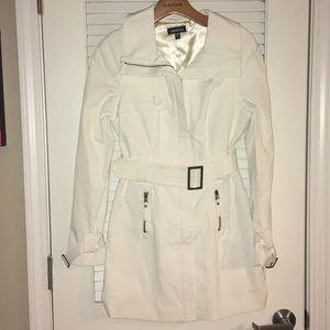 Bebe cream trench coat with belt and zipper
